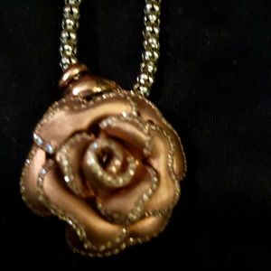 Jewelry - Fabulous Italian-crafted rose necklace. Like new!